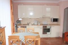 Küche mit Spülmaschine, Mikrowelle, Ceranfeld, Backofen, Kaffeemaschine, ToAster ...